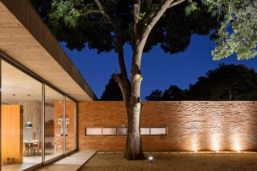 Sustainable Architecture with Low Cost Maintenance and Energy Efficiency Villa BLM (5)