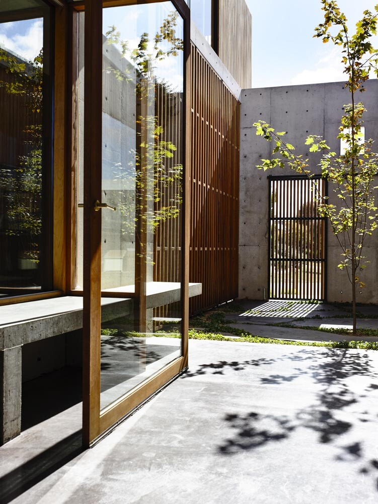 Torquay house captivating combination of concrete and warm wood (2)