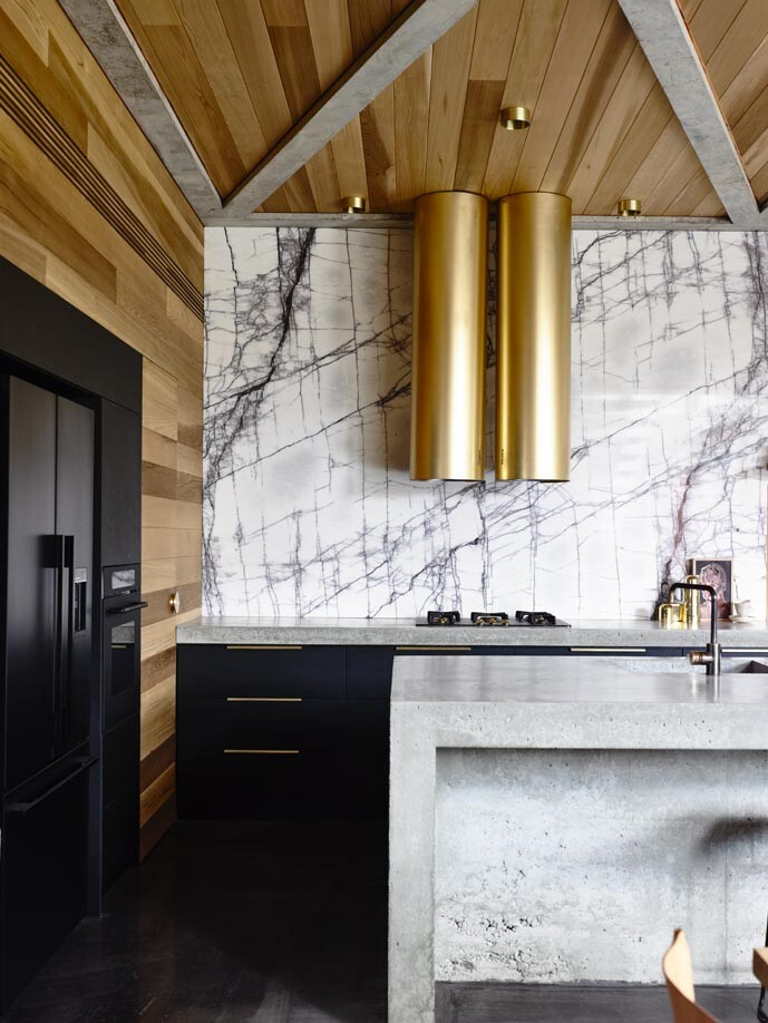 Torquay house captivating combination of concrete and warm wood (6)
