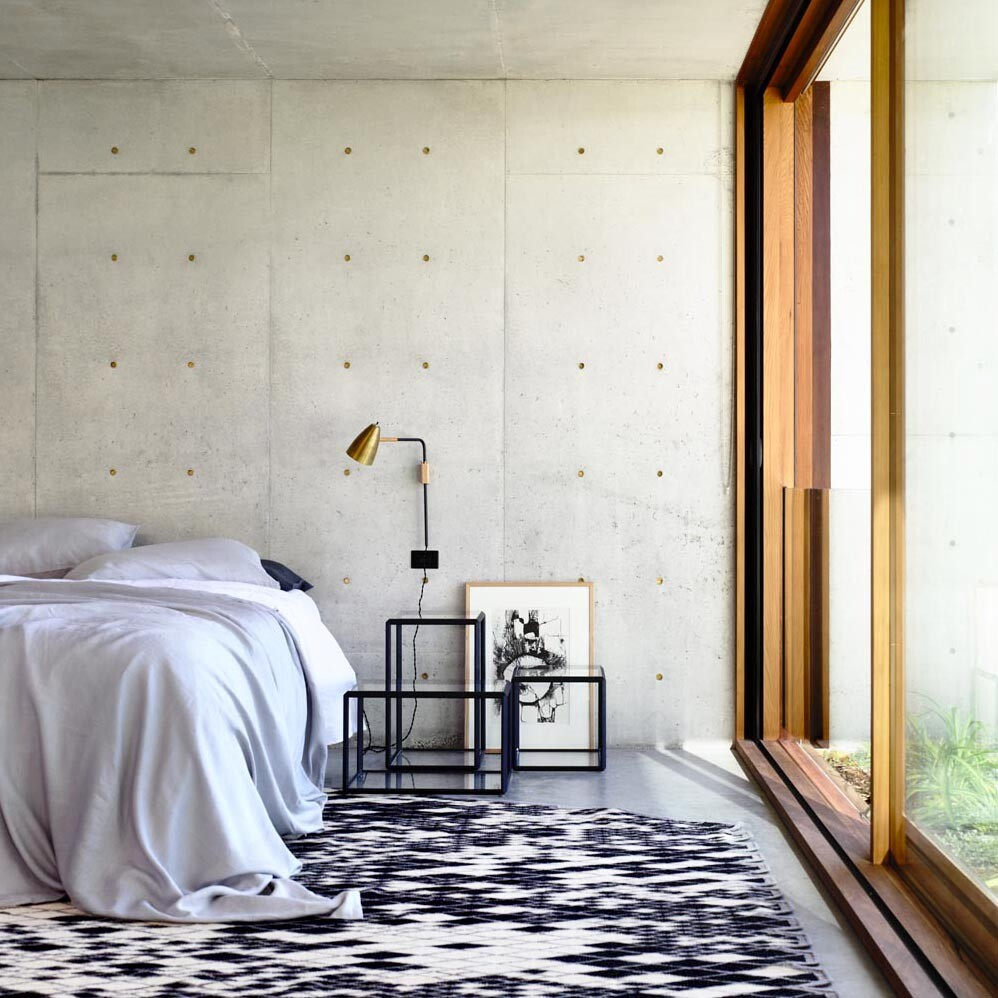 Torquay house captivating combination of concrete and warm wood (7)