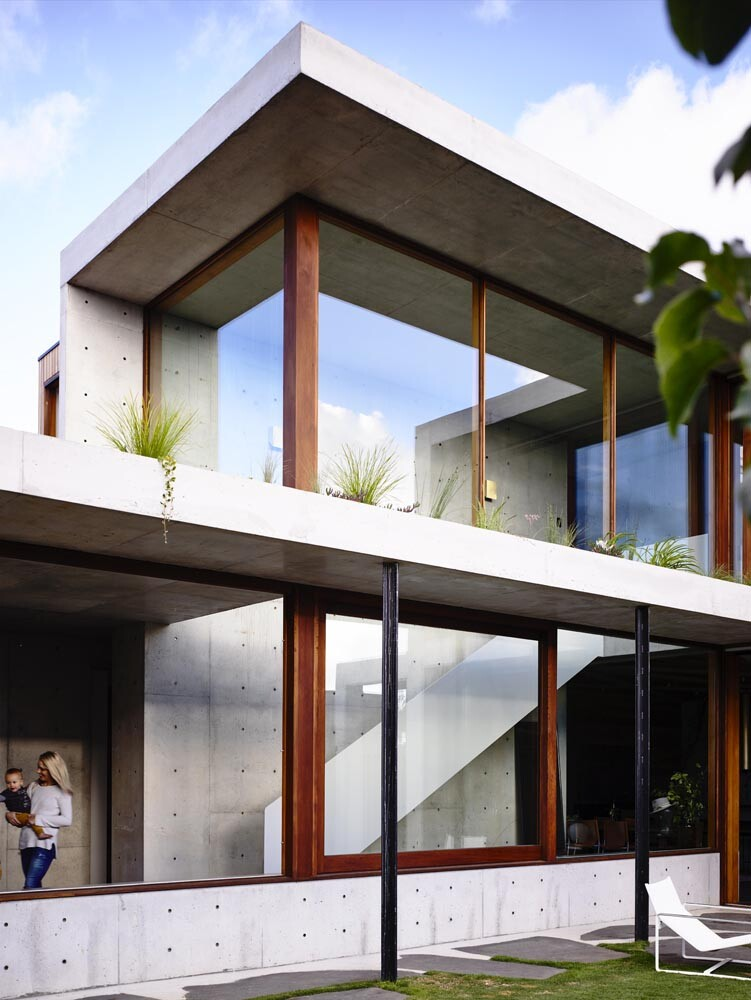 Torquay house captivating combination of concrete and warm wood (8)