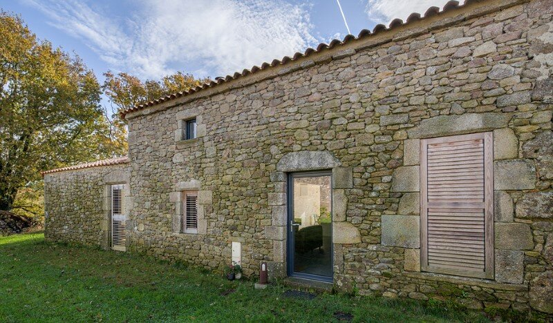 Chalet Concept 16th Century Stone Cottage Renovated by DGA-Architectes (1)