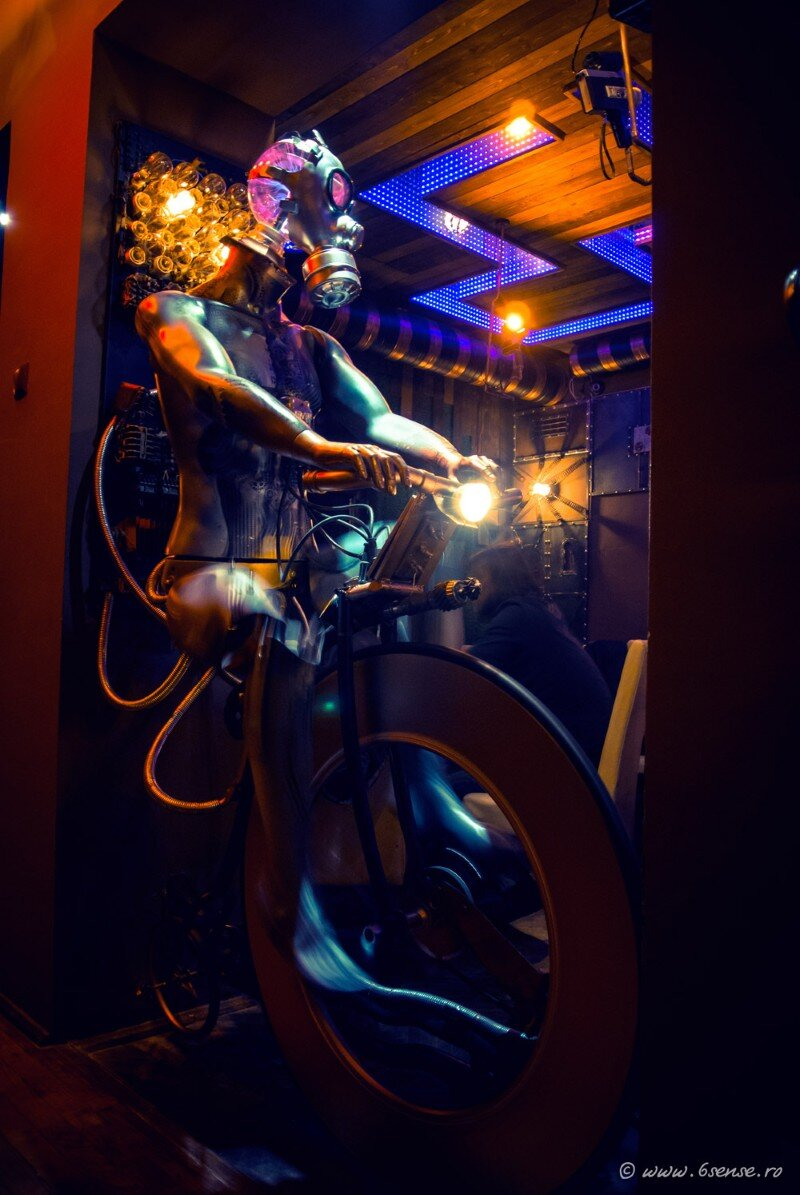 Enigma Cafe Incredible Kinetic Steampunk-Themed Bar (16)