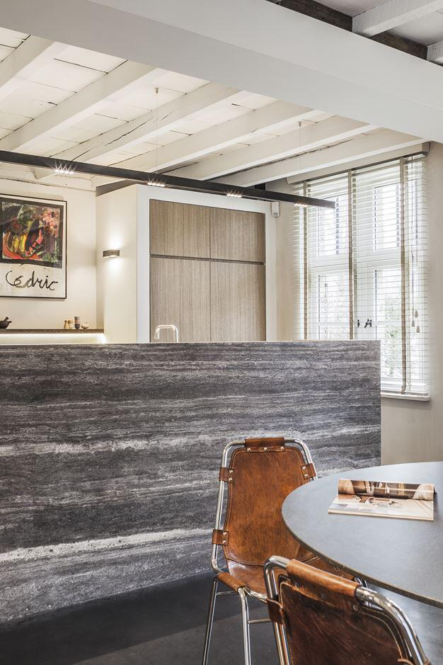 OldFarmhouse Renovation - The Perfect Balance Between Old and New (6)