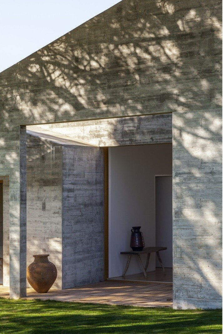 Traditional Portuguese Architecture Combined with a Contemporary Style Melides House (11)