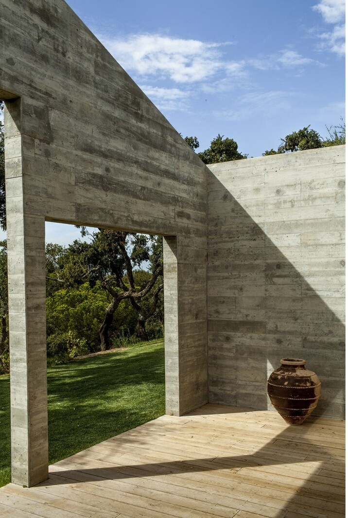 Traditional Portuguese Architecture Combined with a Contemporary Style Melides House (16)