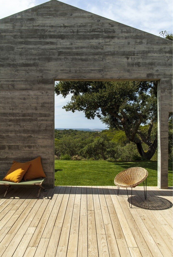 Traditional Portuguese Architecture Combined with a Contemporary Style Melides House (21)