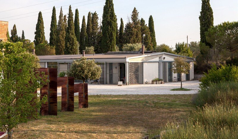 Art Hangar Modern Loft Built in the Middle of Tuscan Countryside (1)