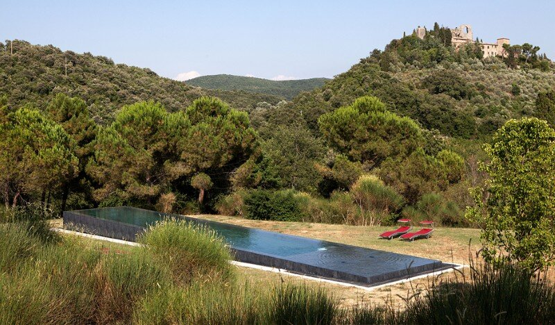 Art Hangar Modern Loft Built in the Middle of Tuscan Countryside (8)