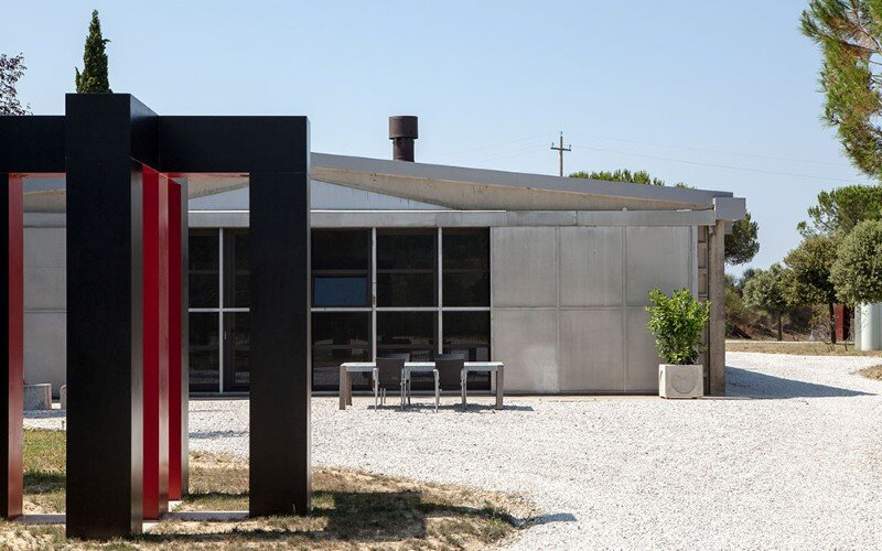 Art Hangar Modern Loft Built in the Middle of Tuscan Countryside (9)