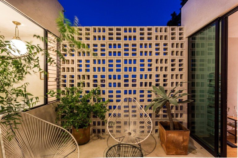 Raw House - Maximizing Vertical Space and Light on a Narrow Lot (4)