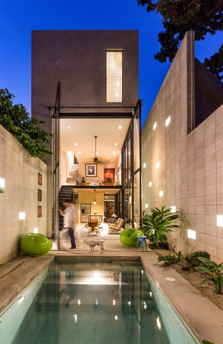 Raw House - Maximizing Vertical Space and Light on a Narrow Lot (5)