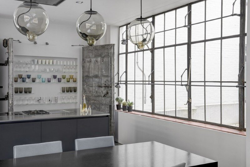 Theatrical Apartment - Industrial London Warehouse Conversion (10)