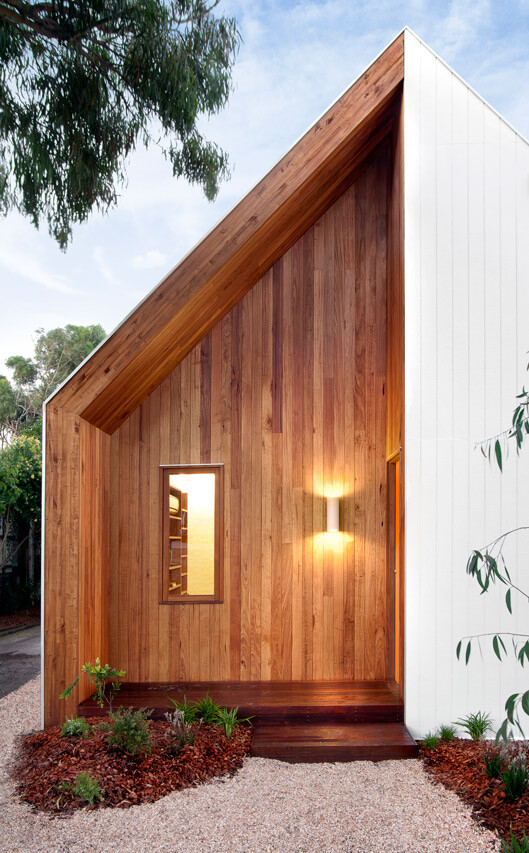 An Extensive Renovation of a Tiny Weatherboard Beach Shack (2)