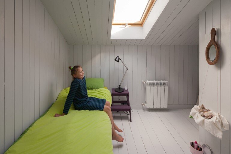 Architect Alexey Ilyin Has Designed for His Family a Wooden Cottage with a Monochrome Design (4)