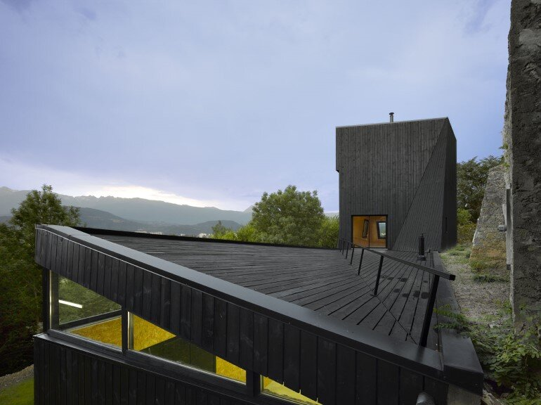 Artist Residency - a Silent Piece of Art with Monolithic Architecture (10)