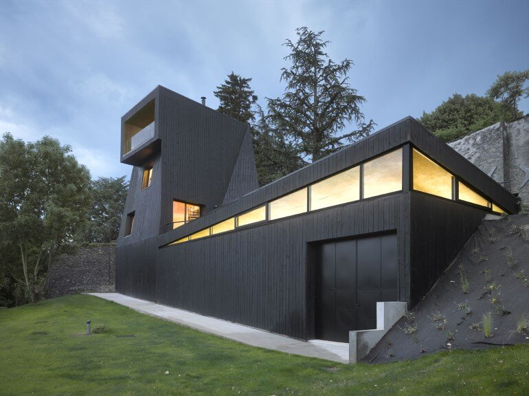 Artist Residency - a Silent Piece of Art with Monolithic Architecture (11)
