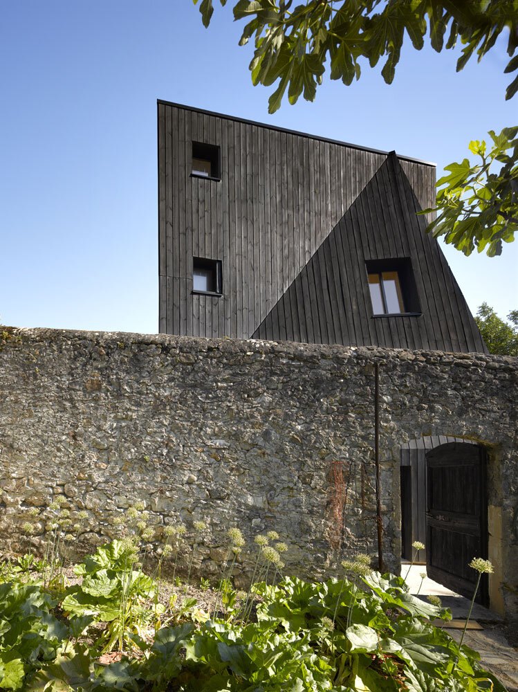Artist Residency - a Silent Piece of Art with Monolithic Architecture (14)