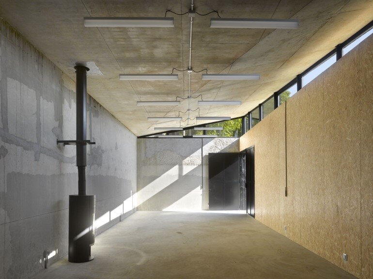 Artist Residency - a Silent Piece of Art with Monolithic Architecture (15)