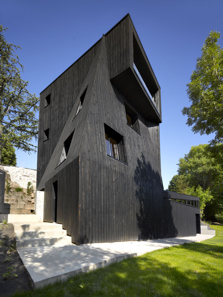 Artist Residency - a Silent Piece of Art with Monolithic Architecture (16)