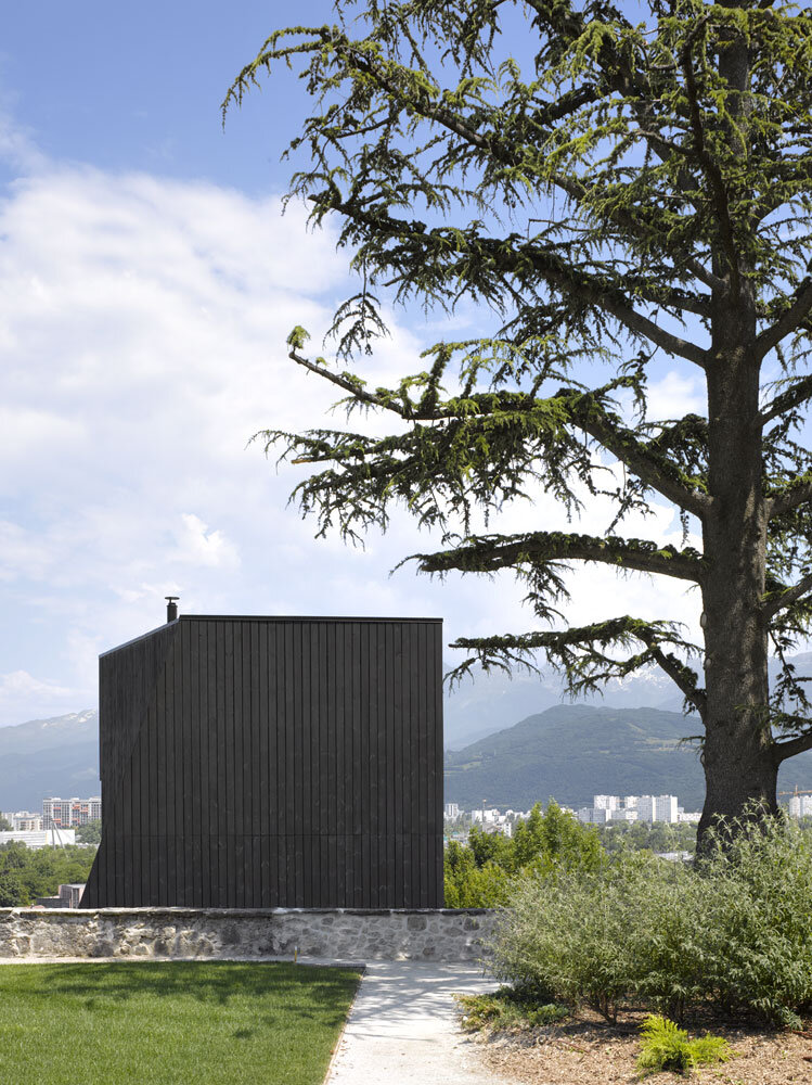 Artist Residency - a Silent Piece of Art with Monolithic Architecture (3)