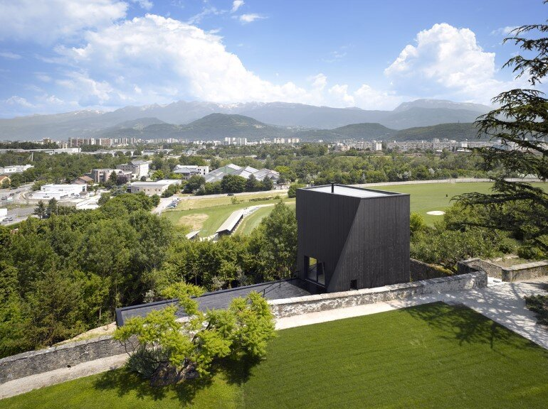 Artist Residency - a Silent Piece of Art with Monolithic Architecture (4)