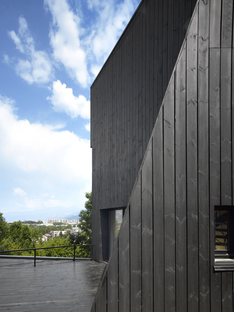 Artist Residency - a Silent Piece of Art with Monolithic Architecture (6)