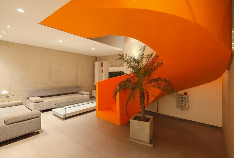 Casa Blanca Has a Striking Orange Staircase That Connects All Indoor Areas (14)
