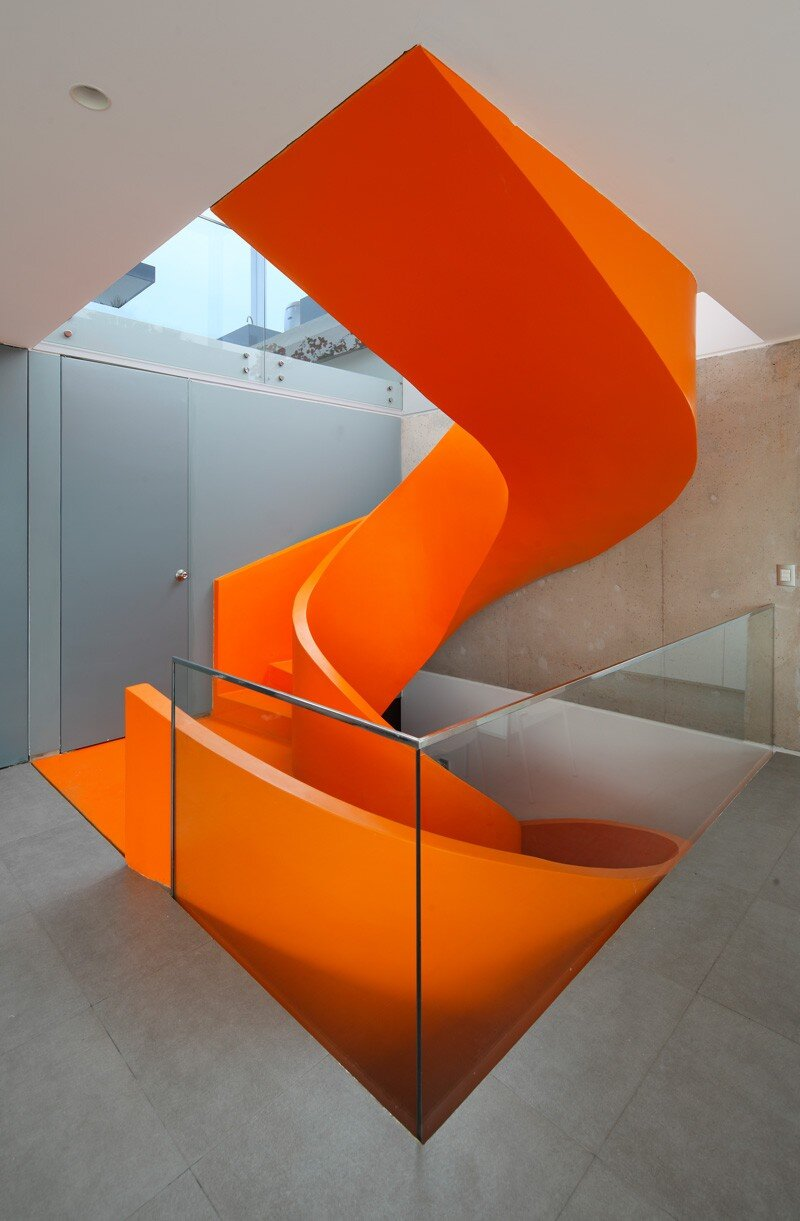 Casa Blanca Has a Striking Orange Staircase That Connects All Indoor Areas (24)