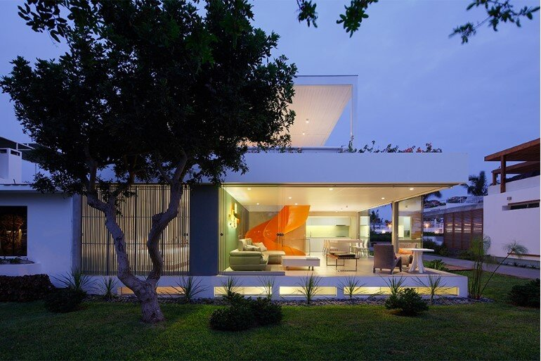 Casa Blanca Has a Striking Orange Staircase That Connects All Indoor Areas (9)