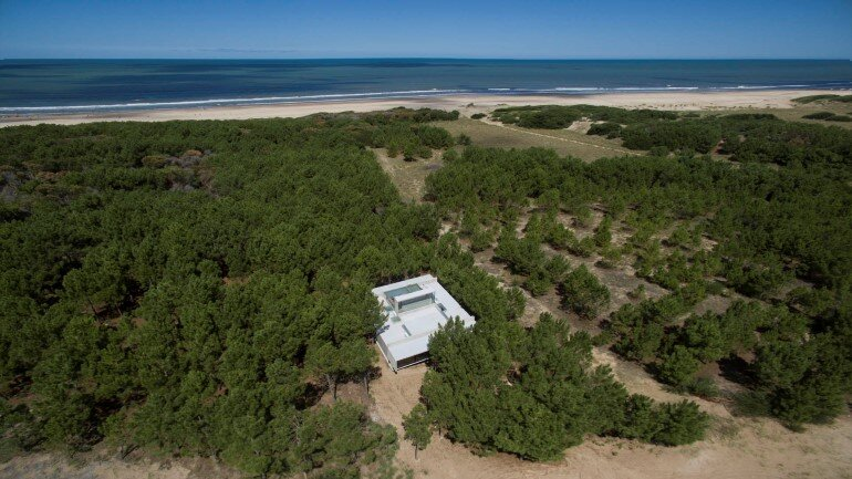 Concrete Holiday Retreat in Argentina by Luciano Kruk (25)