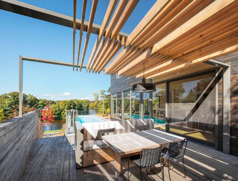 Contemporary Patio for Festive Gatherings with Friends and for Family Relaxation (1)