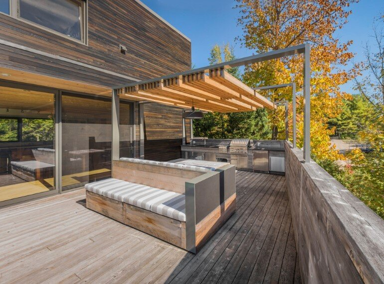 Contemporary Patio for Festive Gatherings with Friends and for Family Relaxation (2)