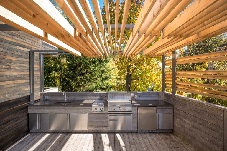 Contemporary Patio for Festive Gatherings with Friends and for Family Relaxation (3)