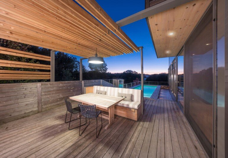 Contemporary Patio for Festive Gatherings with Friends and for Family Relaxation (6)