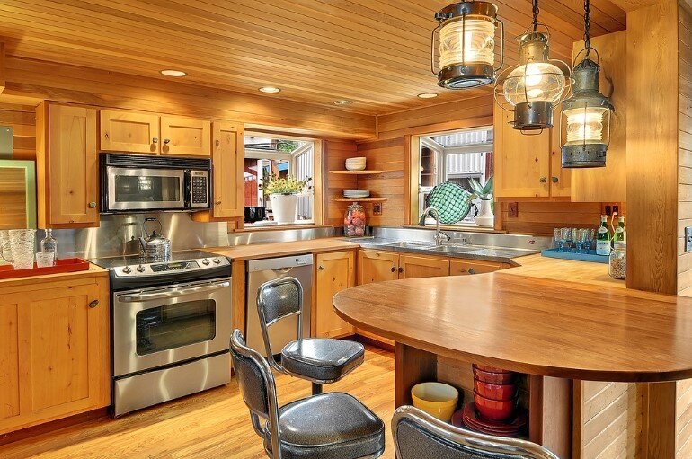 Floating Home - Seattle Houseboat with Views of Downtown (4)