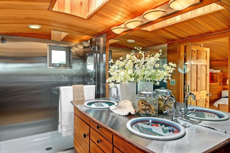 Floating Home - Seattle Houseboat with Views of Downtown (9)