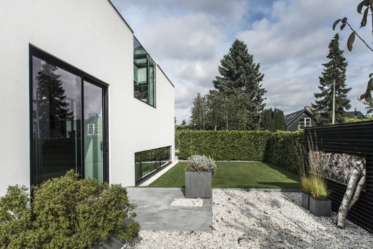 L-shaped Nordic House Featuring Four Split-Levels and Integrated Garage (18)