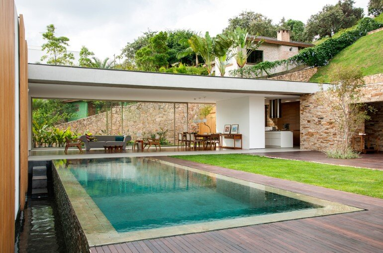 Moinho Villa is Entirely Connected to the Courtyard, Pool and Barbeque Patio (3)