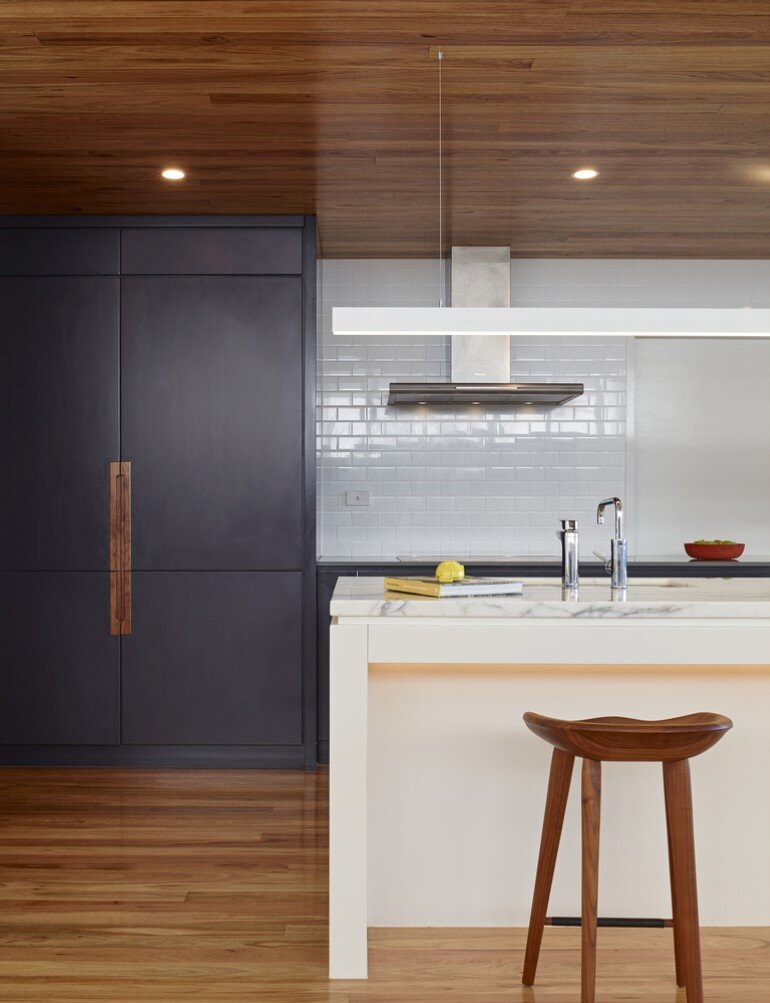 Nundah House Has Simple Forms Balanced with Contrasting Colours 4