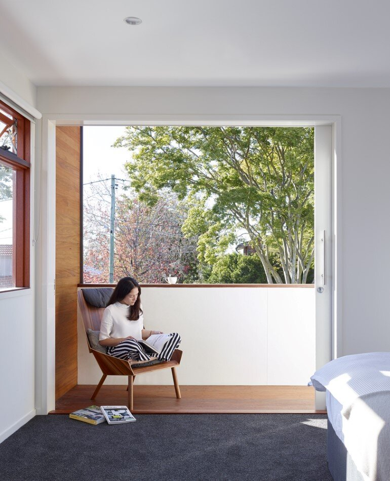Nundah House Has Simple Forms Balanced with Contrasting Colours 6