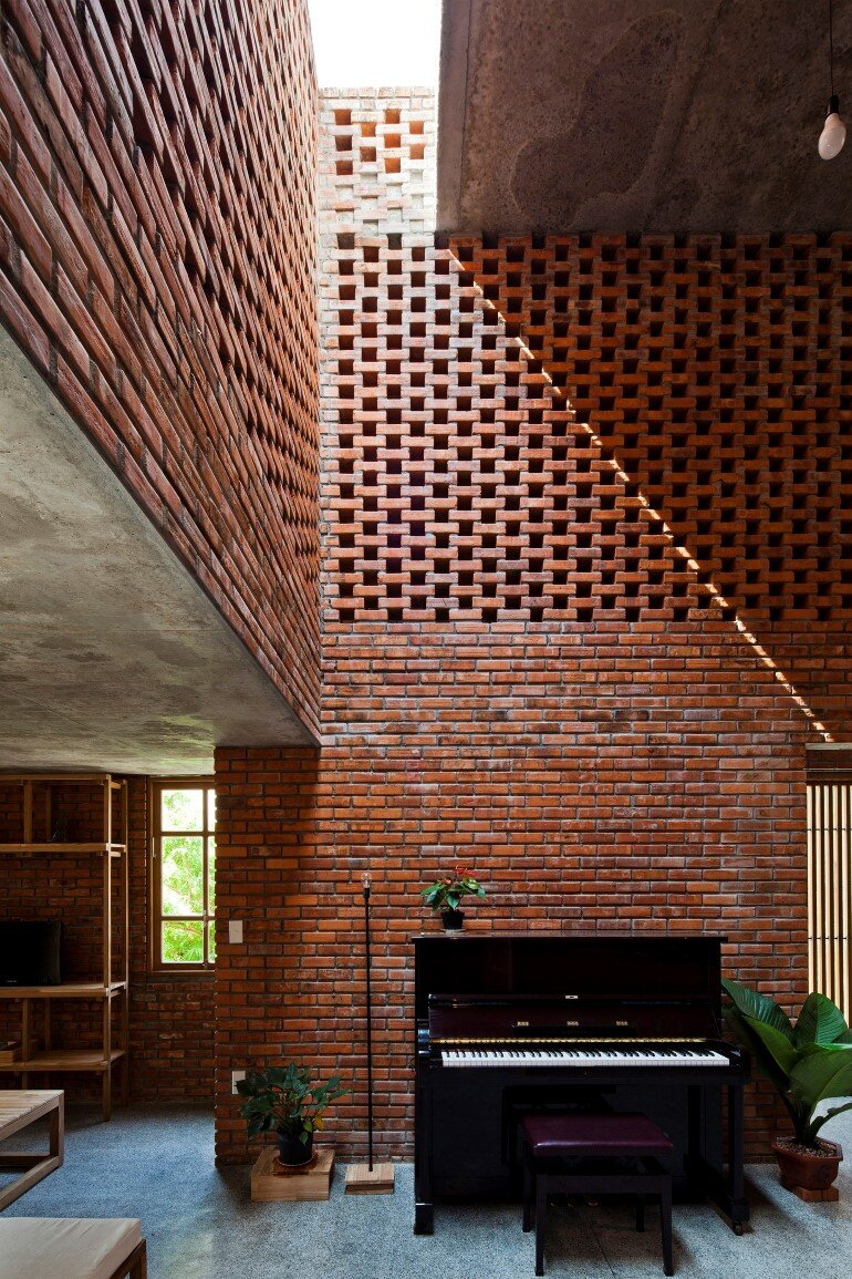 Termitary House Has an Architecture Inspired by Termite Nests (17)