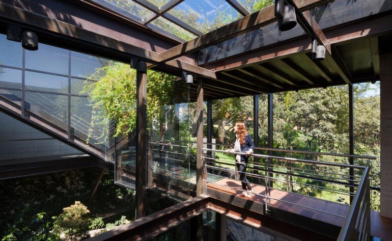 This Forest House Consists of Two Volumes Connected by Metal Bridges (18)