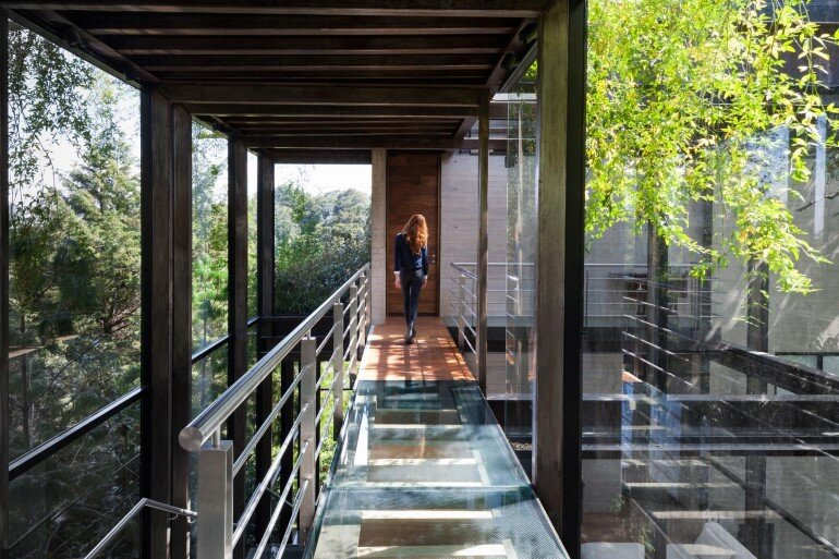 This Forest House Consists of Two Volumes Connected by Metal Bridges (19)