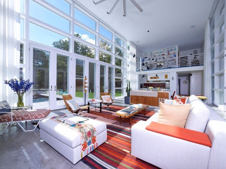 This Sagaponac House Features a Grand Living Space (10)
