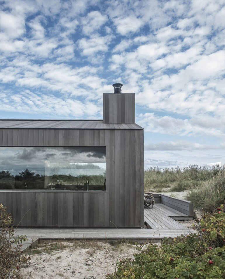 This Summer Cottage Was Designed as a Solid Wooden Block (11)