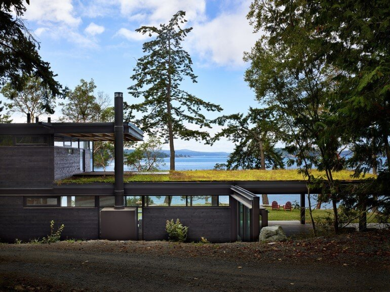 This Waterfront Retreat is Embraced by Dense Woods (19)
