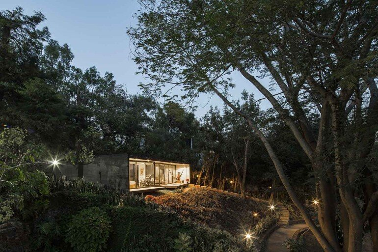 This mexican bungalow is conceived as a refuge in an idyllic jungle site (10)