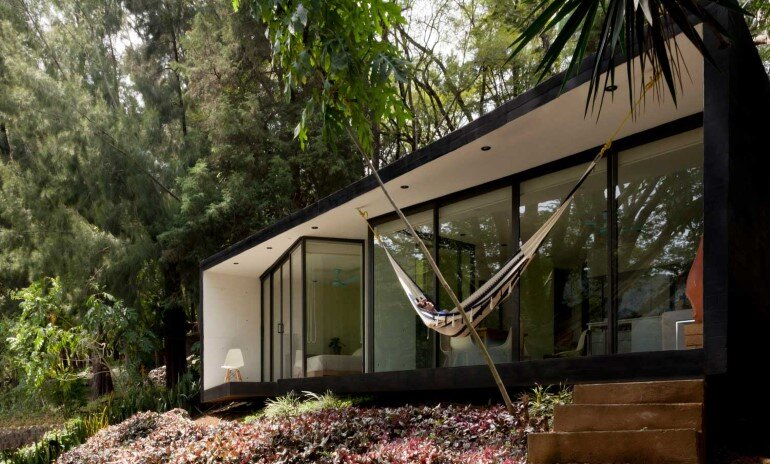 This mexican bungalow is conceived as a refuge in an idyllic jungle site (9)