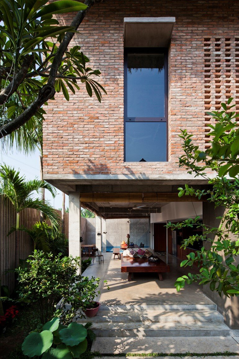 Tropical Suburb House - Revisits the Vernacular South East Asian Stilt House Typology (2)